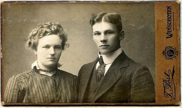 De verlovingsfoto van Fennechien Lindeman en Harm Perton.